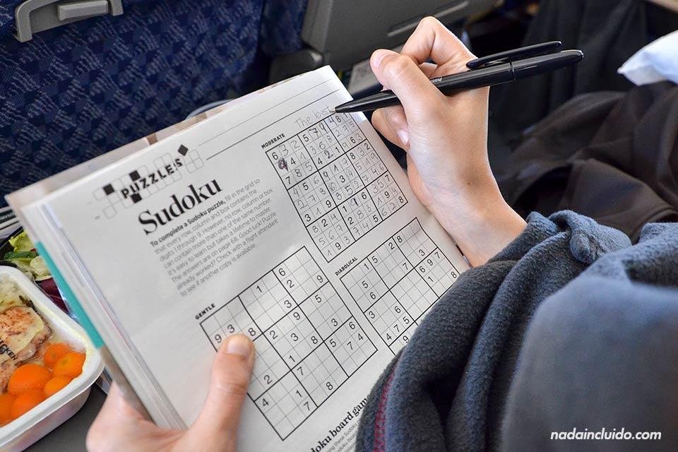 Jugando al Sudoku en el avión Madrid - Miami