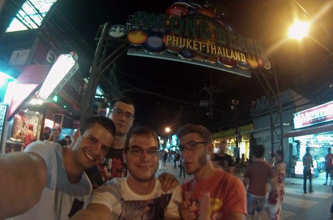 En Patong Beach de noche (Phuket)