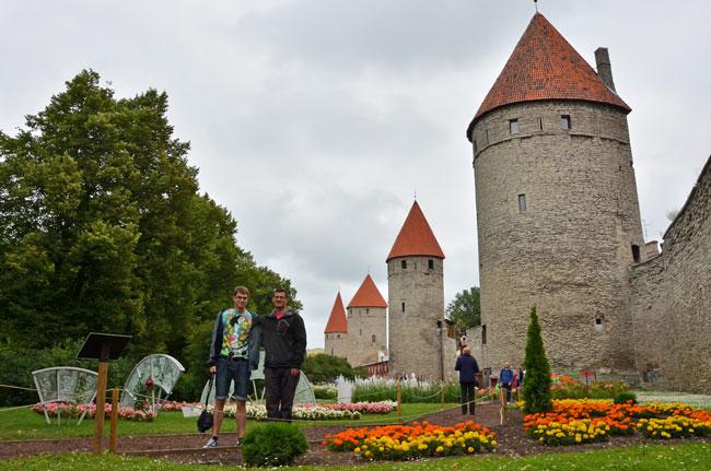 Paseando por el exterior de la ciudad de Tallin (Estonia)
