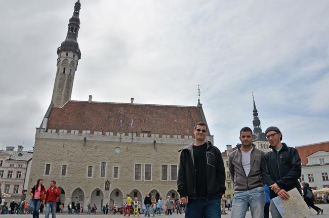 Paseando por el Town Hall de Tallin (Estonia)