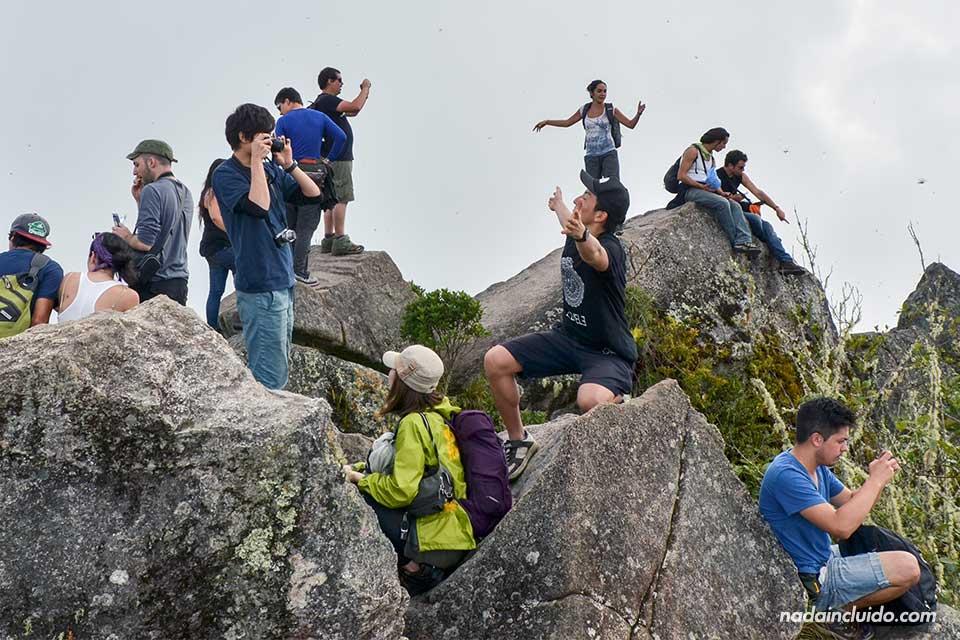 Wayna-Picchu,-cima,-gentío-(I)