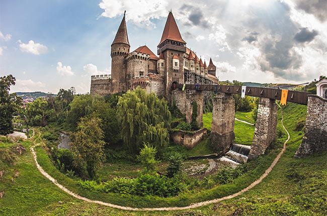 El castillo de Corvin en Rumanía