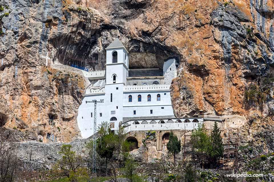 Monasterio de Ostrog (Montenegro) - Foto de Wikipedia