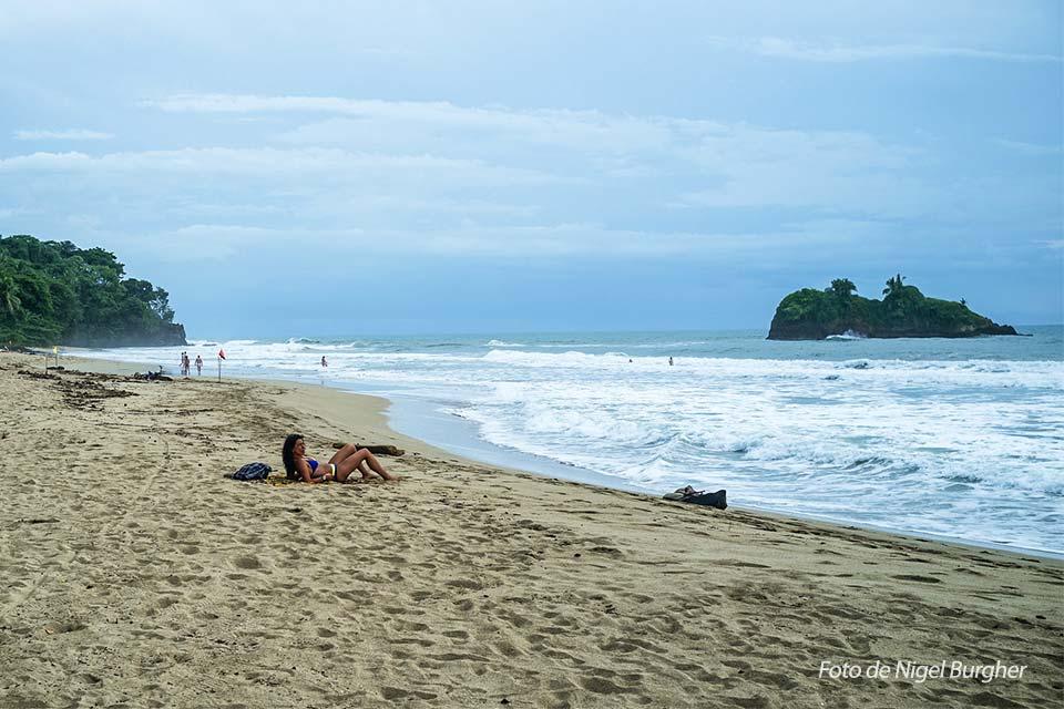 Playa Cocles - Foto de Nigel Burgher de una de las mejores playas de Costa Rica